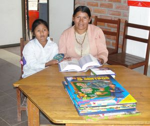Feliza and her daughter Daniela helping to find words in the dictionary
