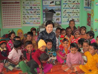 SCK CEO Michelle Kim with Pre_Primary School Children in Hasnabad Village in Meherpur_Original