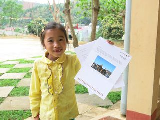 Nguyen Thi Kim Ngan (11400279) show the letter she gets from her sponsor